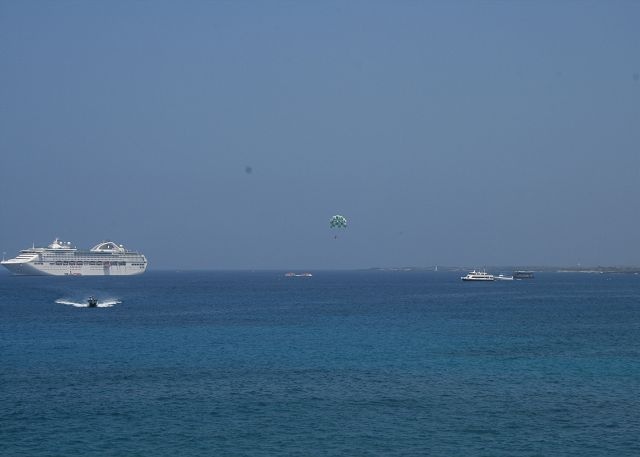 Ships and water sports from lanai
