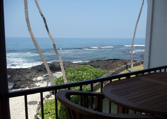 Ocean Front Lanai with Sandy Beach area below