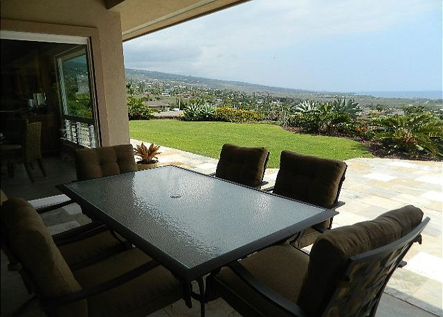 Outdoor Lanai Dining