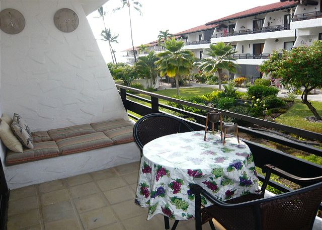 Great lanai with room to relax and has an ocean view