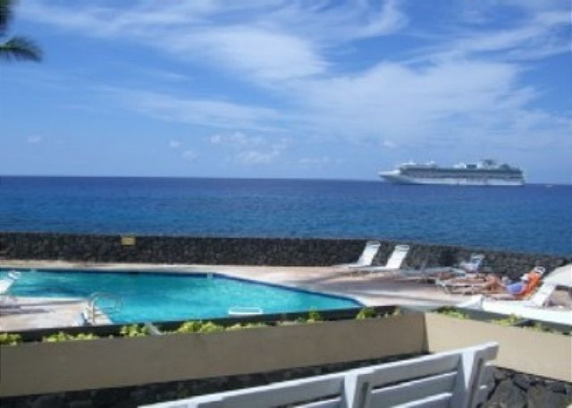 Pool and wonderful ocean view from the lanai.