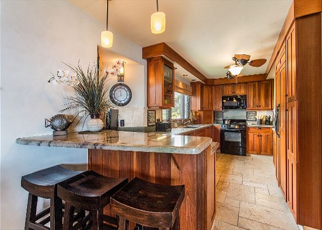 Large kitchen with a Breakfast Bar
