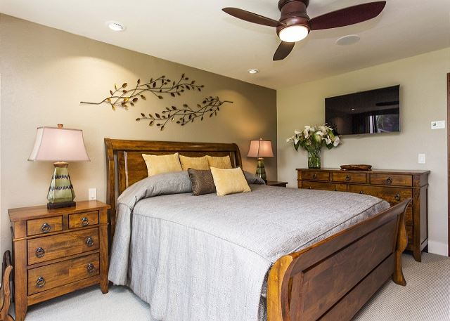 Guest Bedroom with King Bed and Flatscreen TV