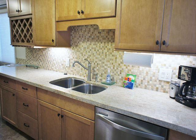 Beautiful Back Splash in Modern Kitchen