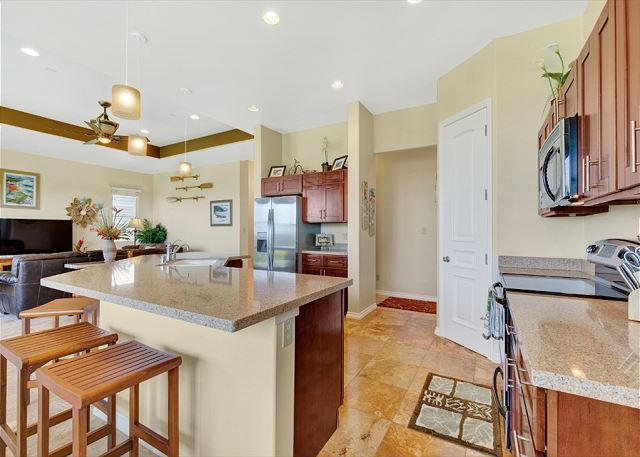 Large Kitchen with Breakfast Bar