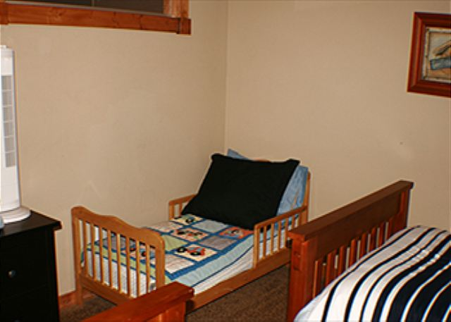 3rd Bedroom - Upstairs