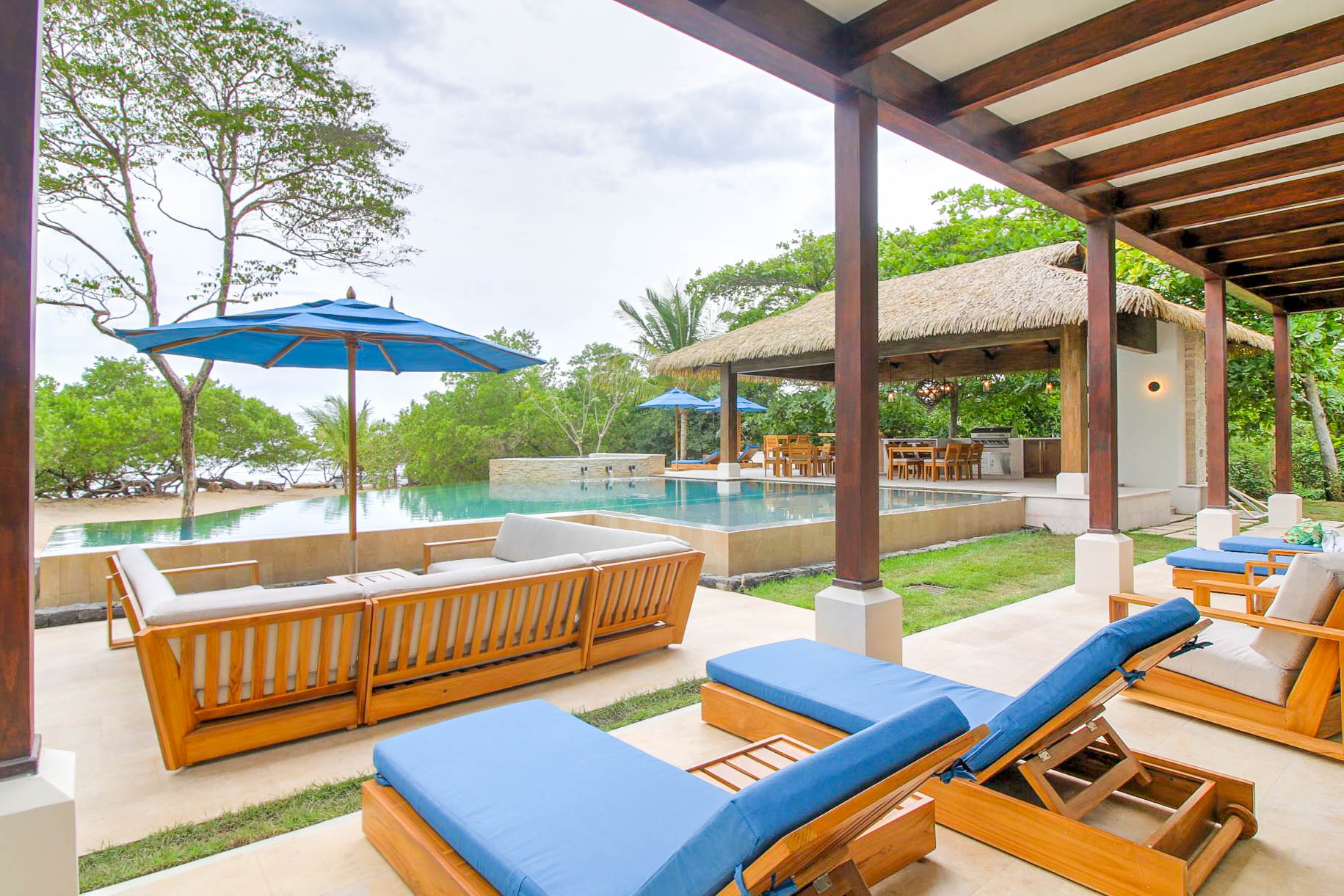 Plenty of space for outdoor relaxation at Casa Costa Blanca