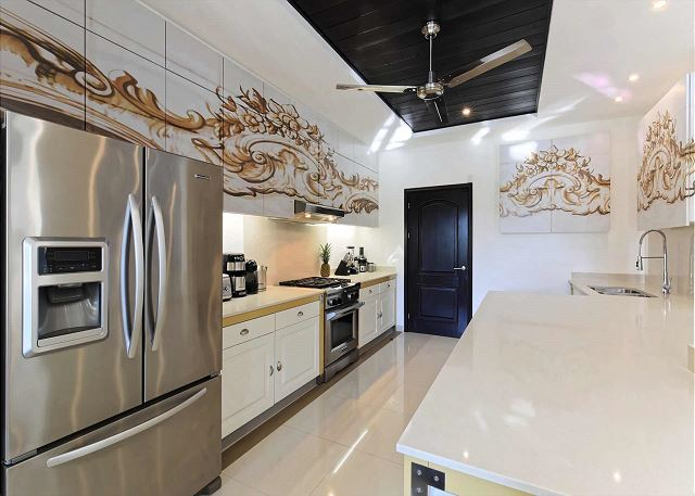 Kitchen fully equipped for all your cooking needs