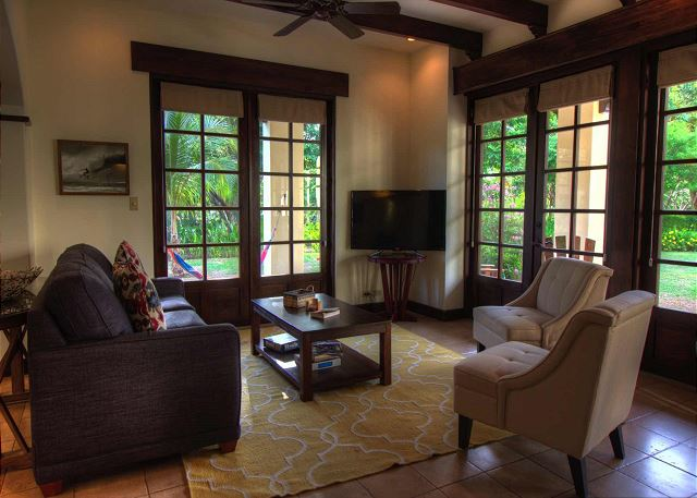 Spacious living room with flat-screen TV