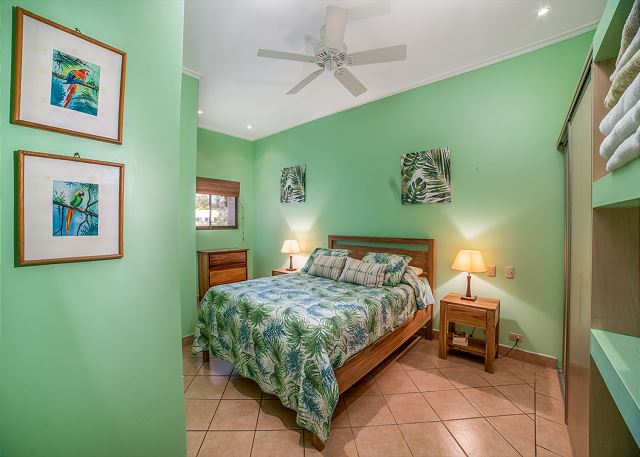 The gorgeous bedroom has excellent tropical style