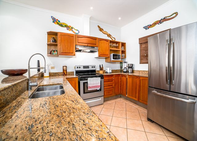Full modern kitchen equipped to serve all your needs