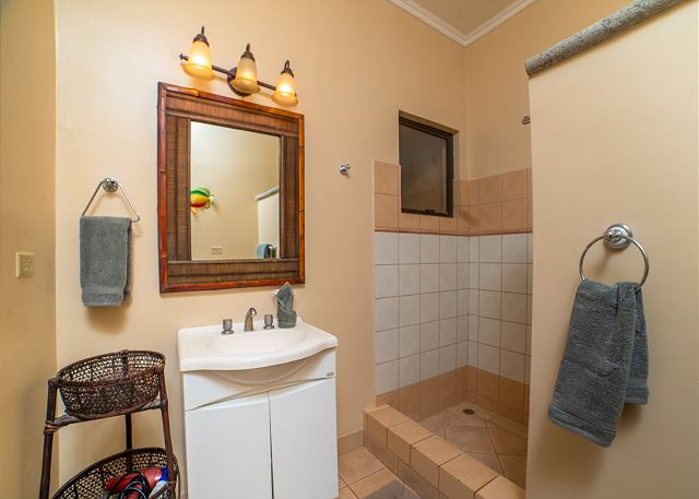 Plenty of space in the bathroom
