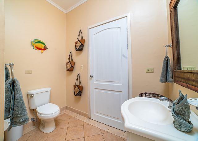Stylish full bathroom