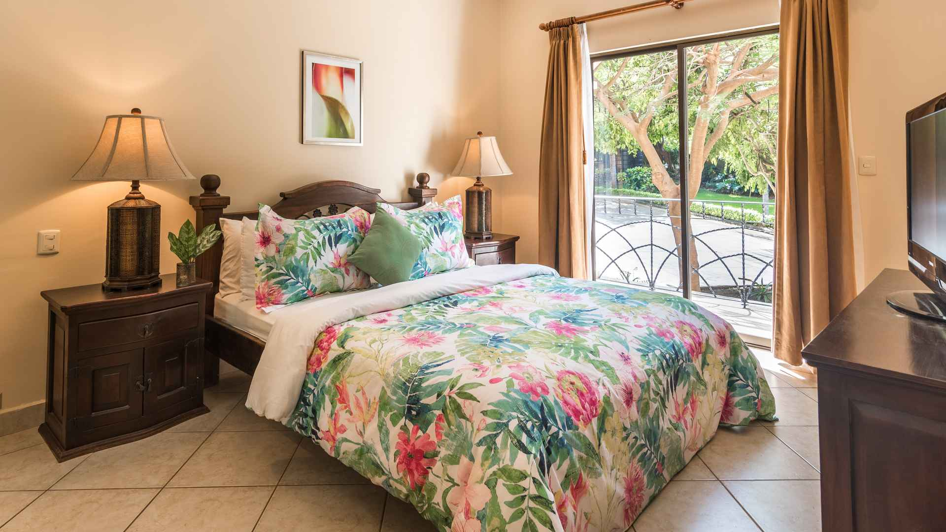 Guest bedroom with balcony