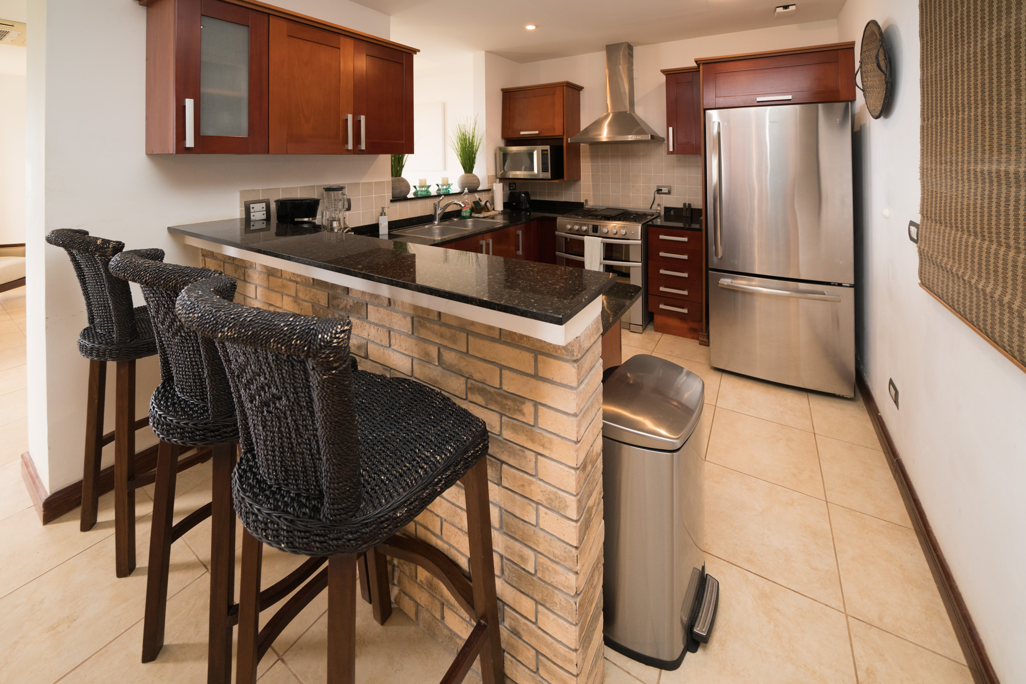 Stainless steel kitchen appliances give a touch of class