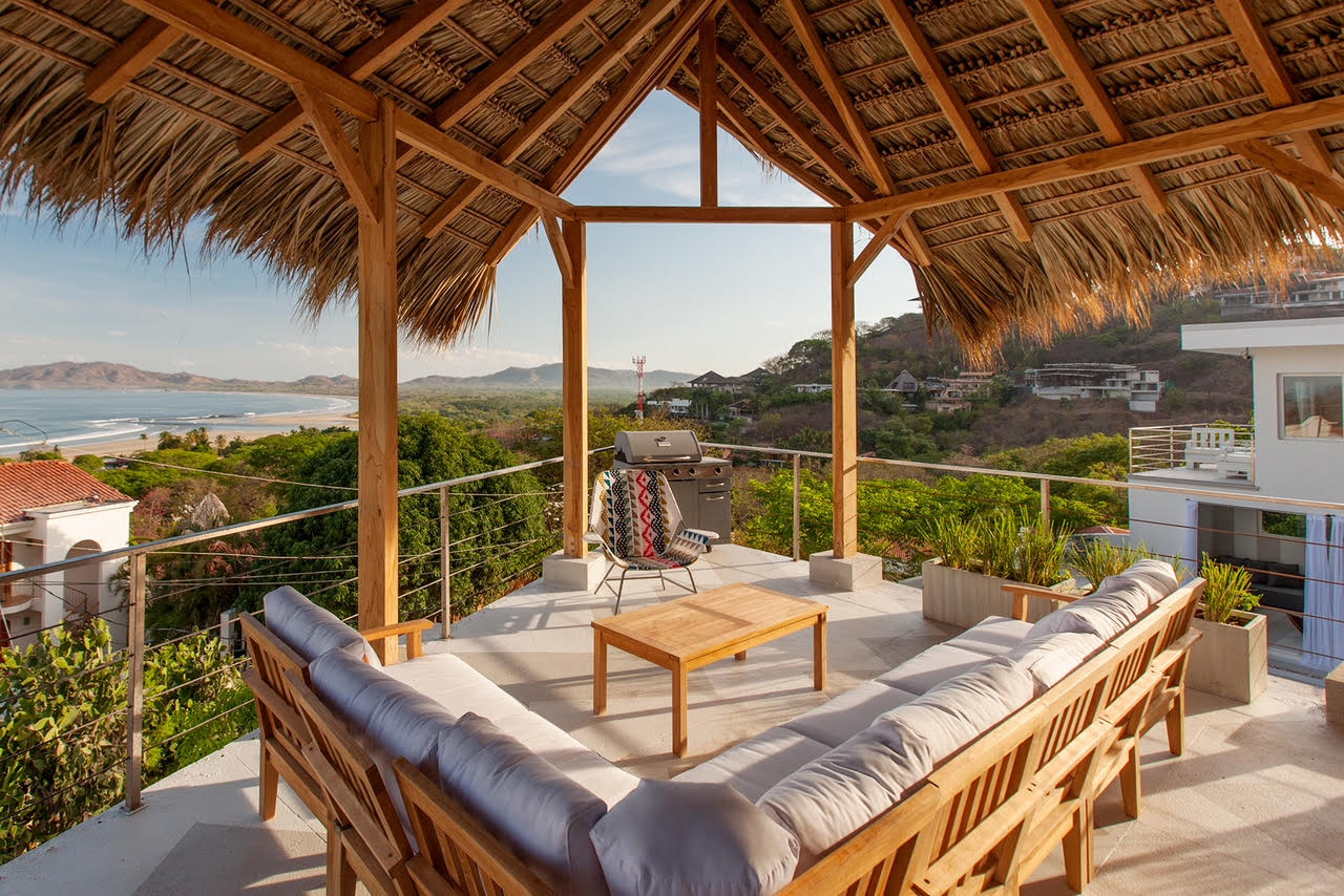 Have a nice barbecue on this terrace overlooking Tamarindo