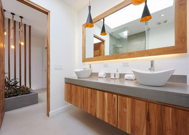 Gorgeous double sinks in the bathroom