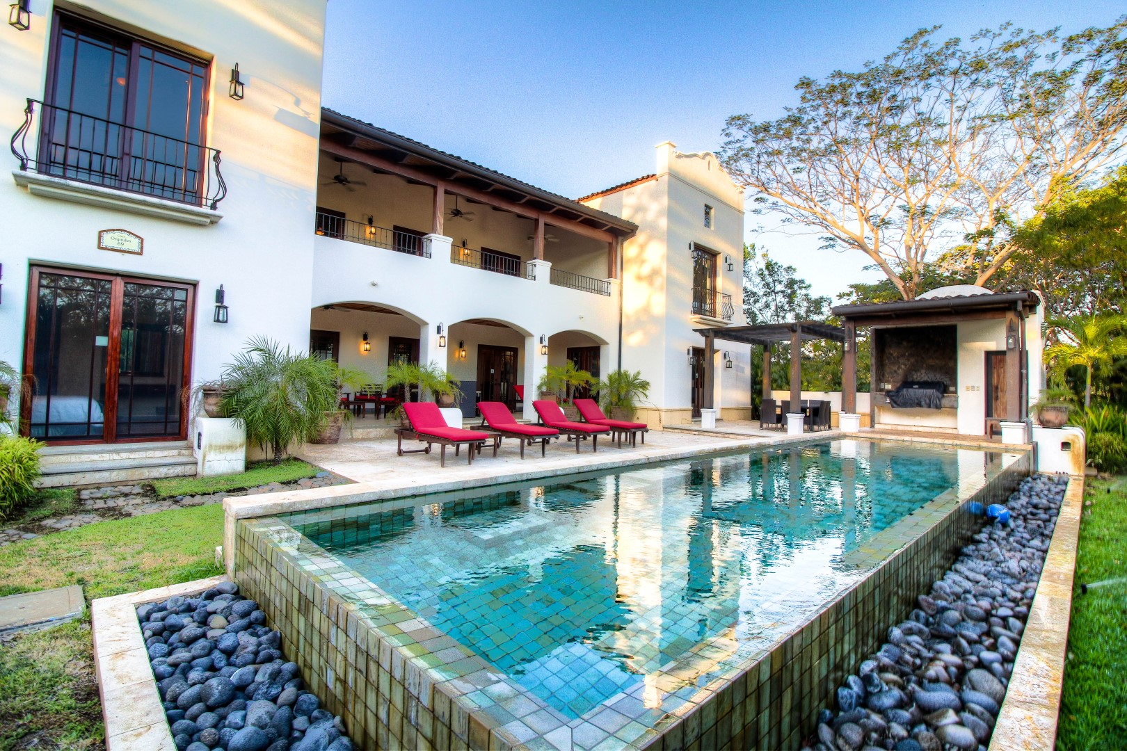 Infinity Pool, Lounge Chairs and BBQ for a complete outdoor expe