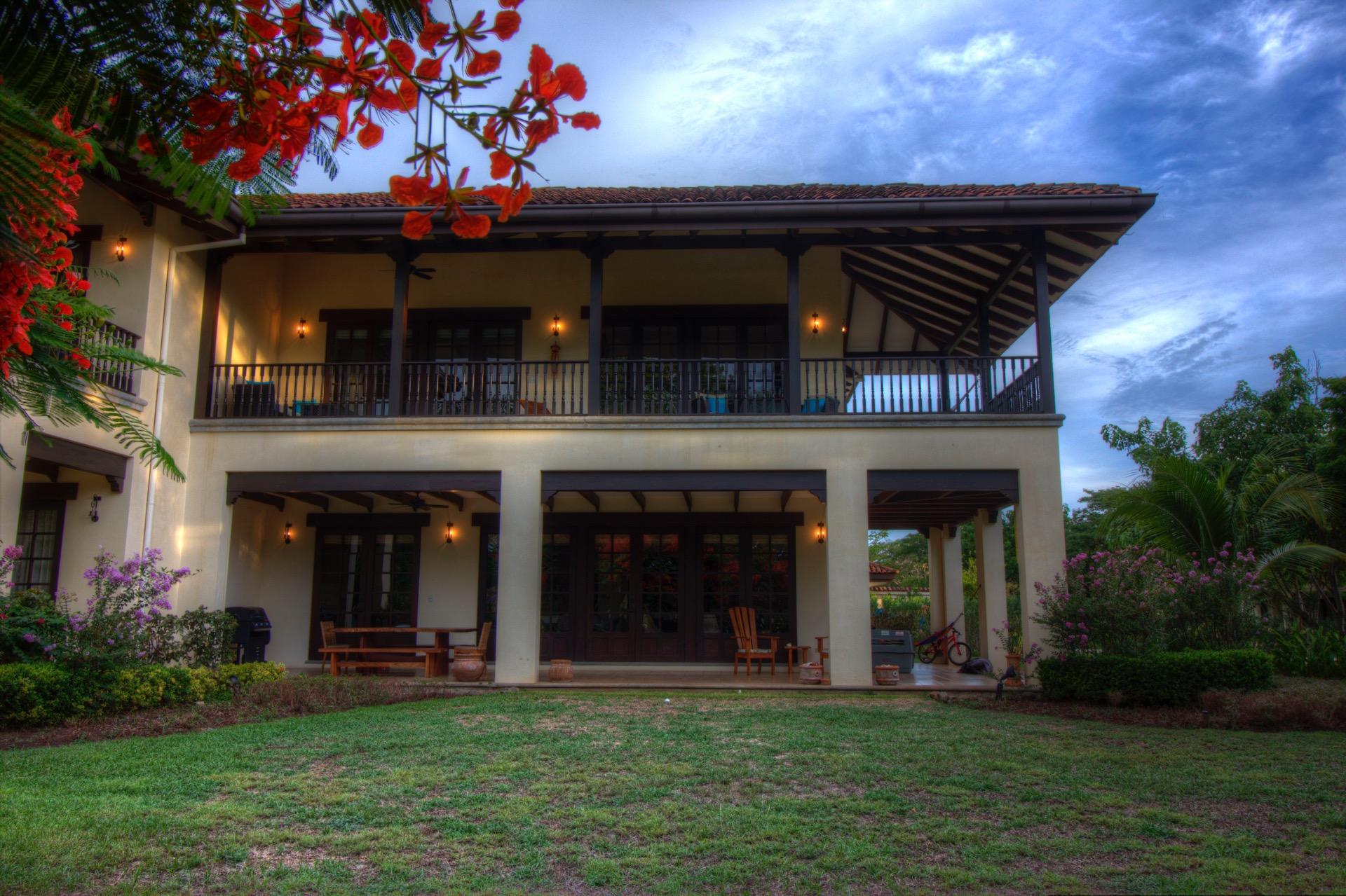 2-story Villa next to the beach