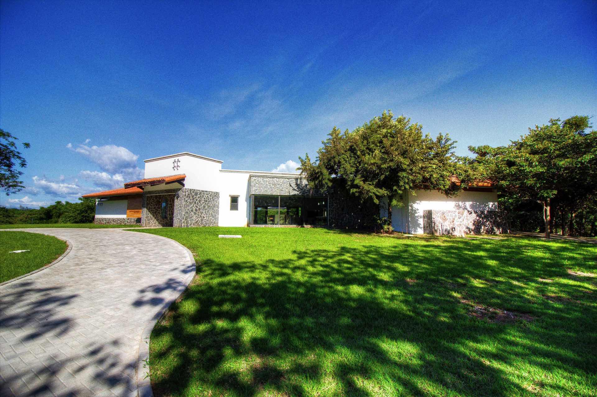 Stone driveway at Casa Cielo