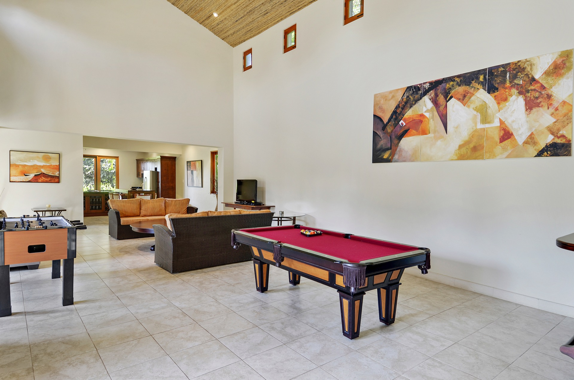 Living room with games for kids! (Pool and Foosball)