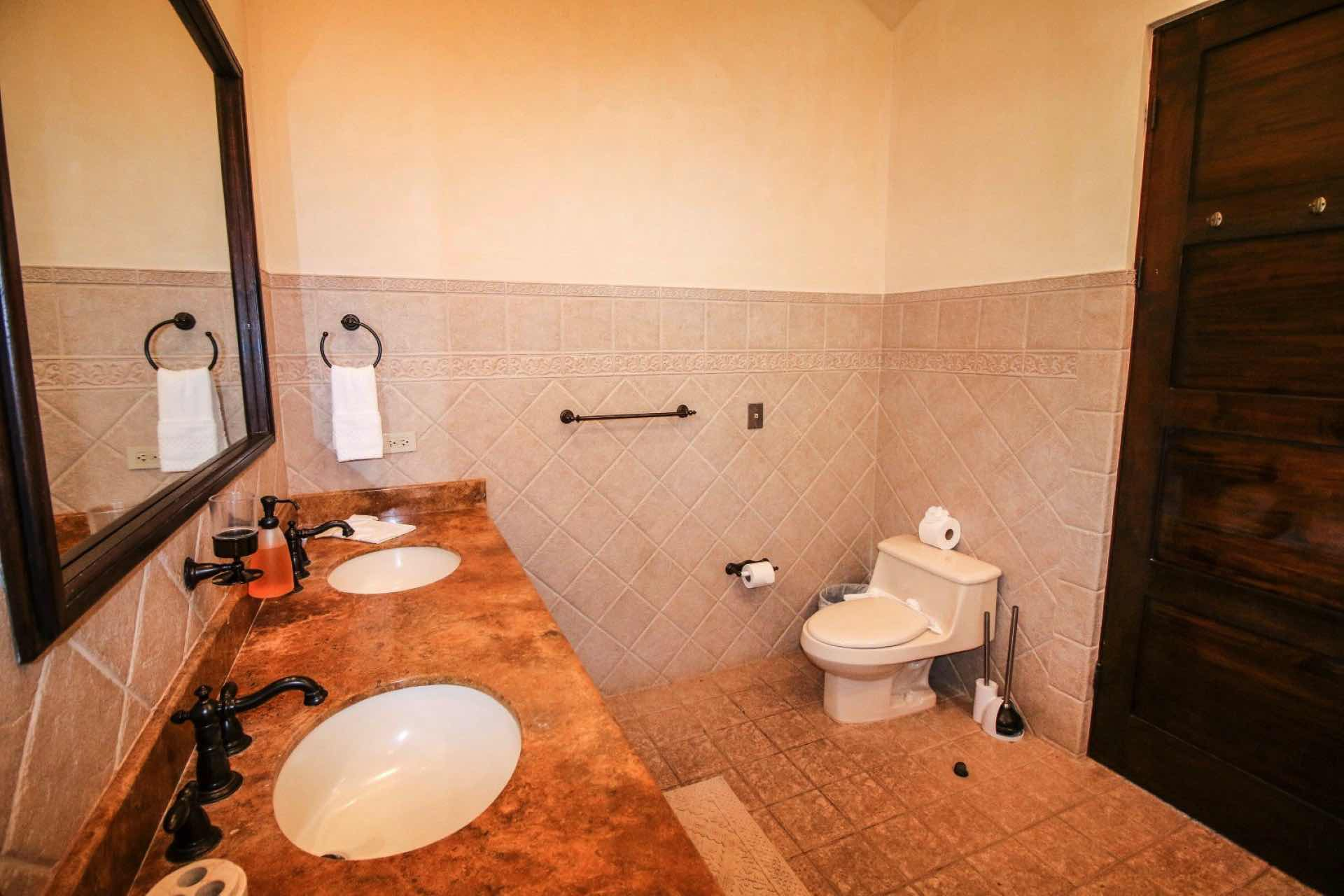 Double sink bathroom for couples