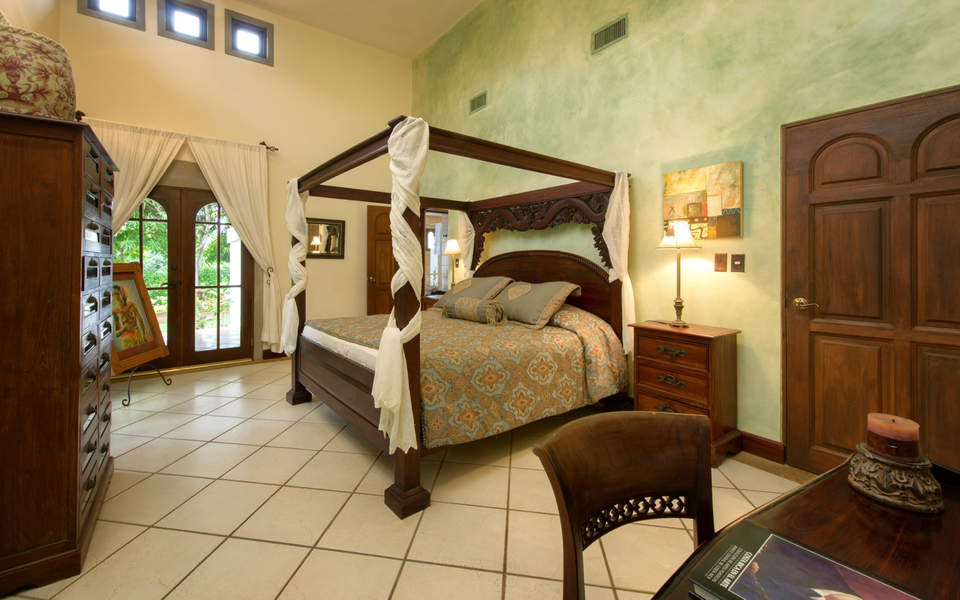 High ceilings and comfortable beds