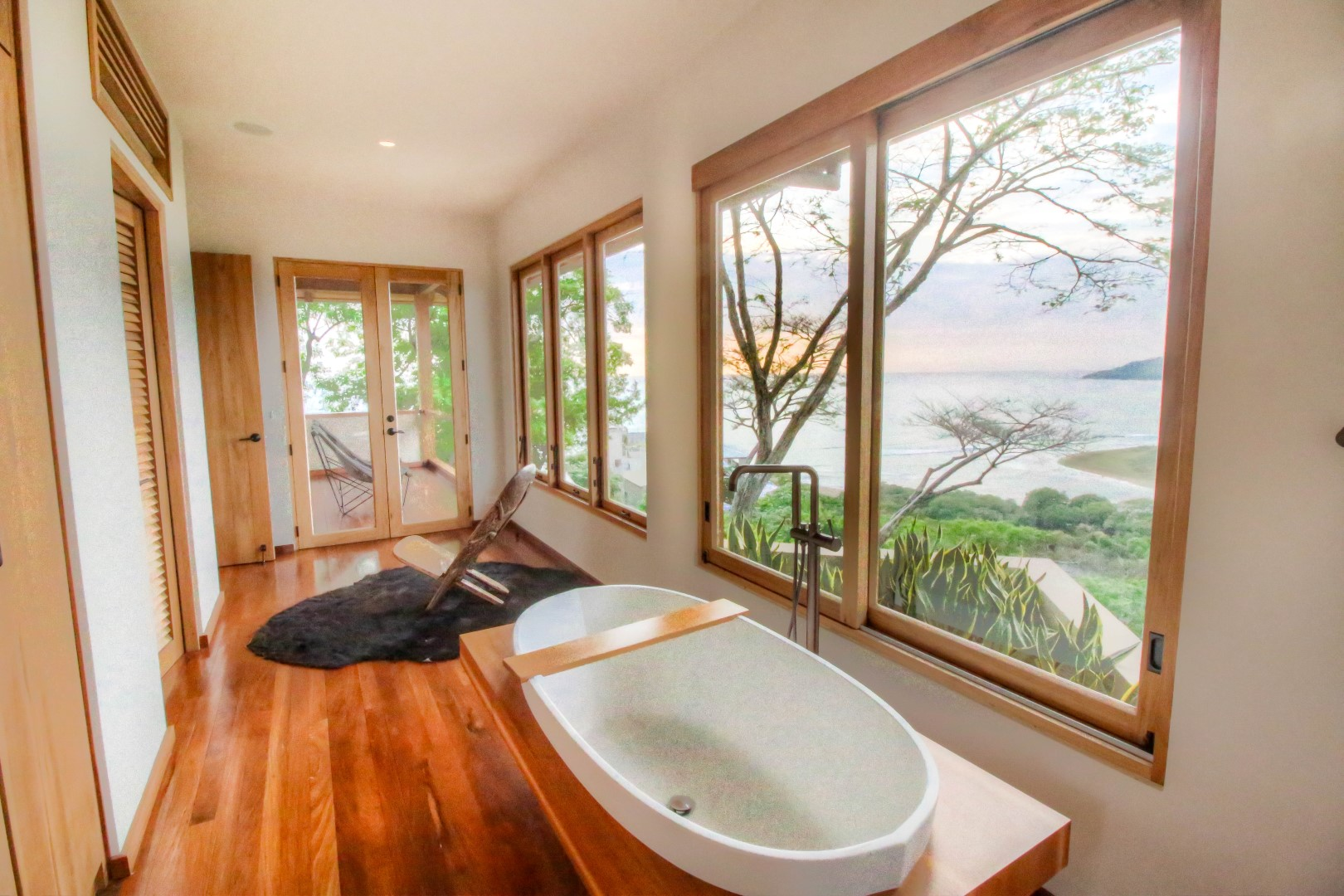 Tub with a view for those who enjoy long baths
