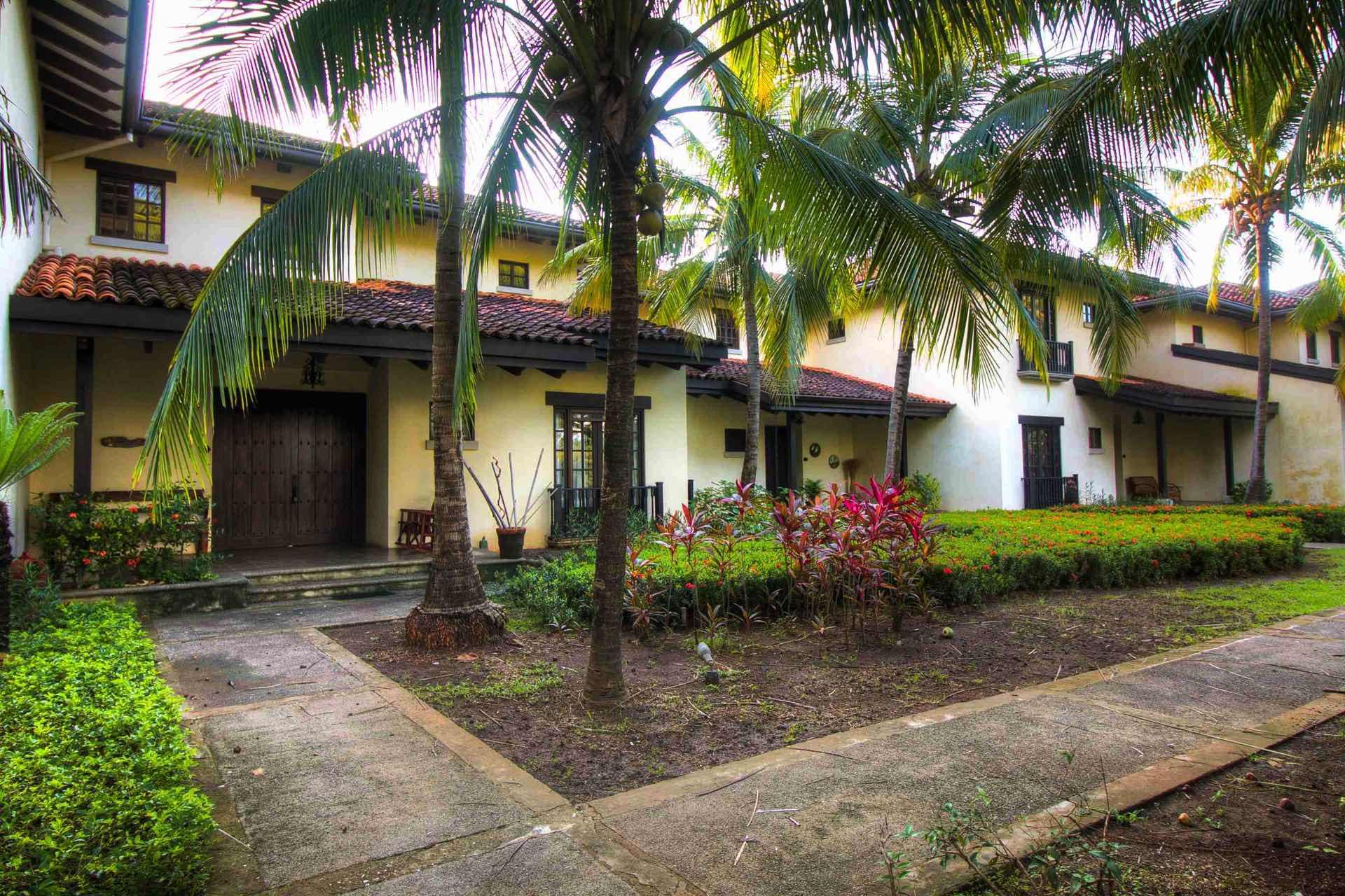 Villa Mansita, street view