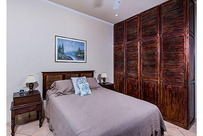 Guest bedroom with custom closet