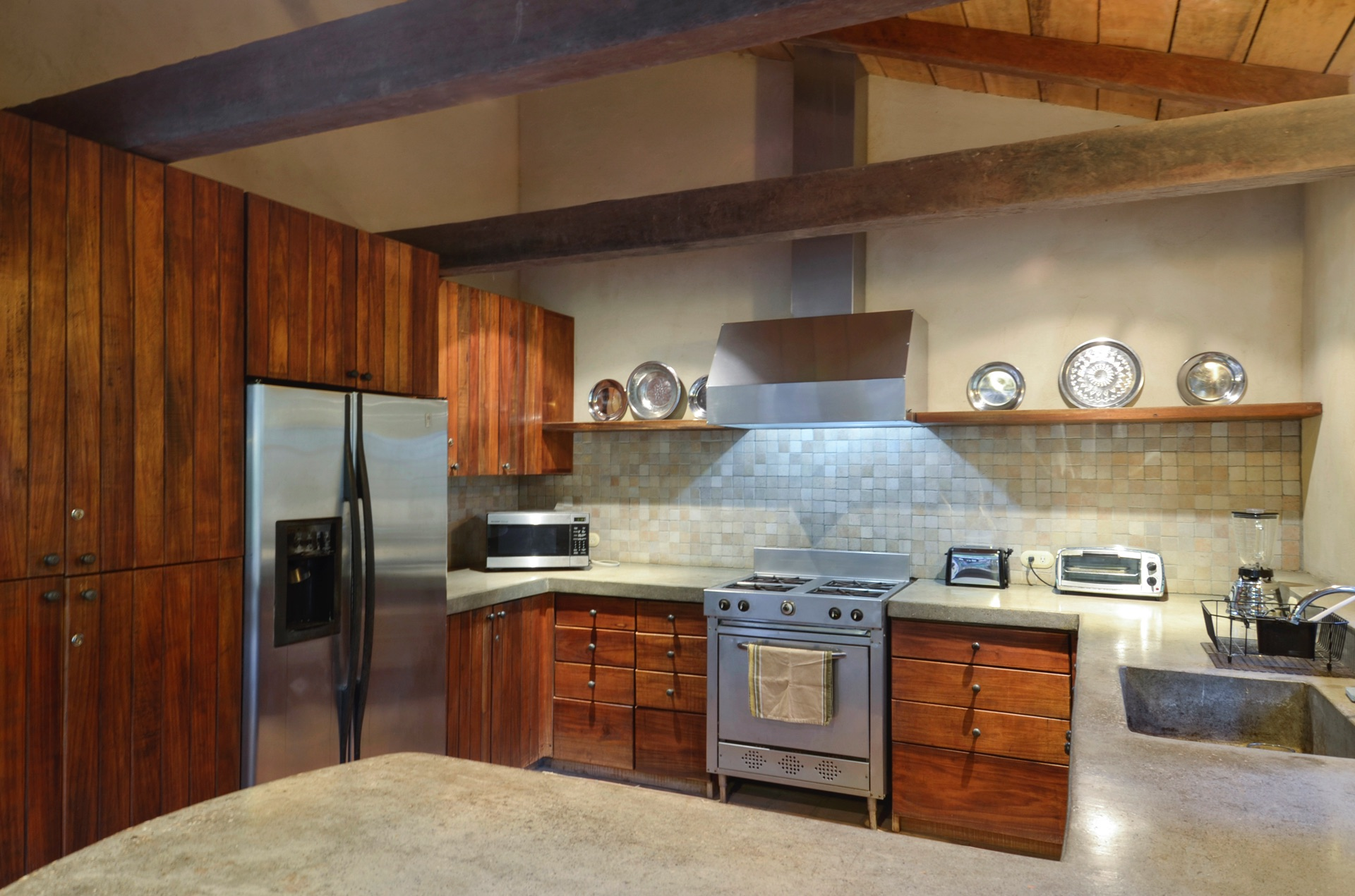 Fully equipped, modern kitchen