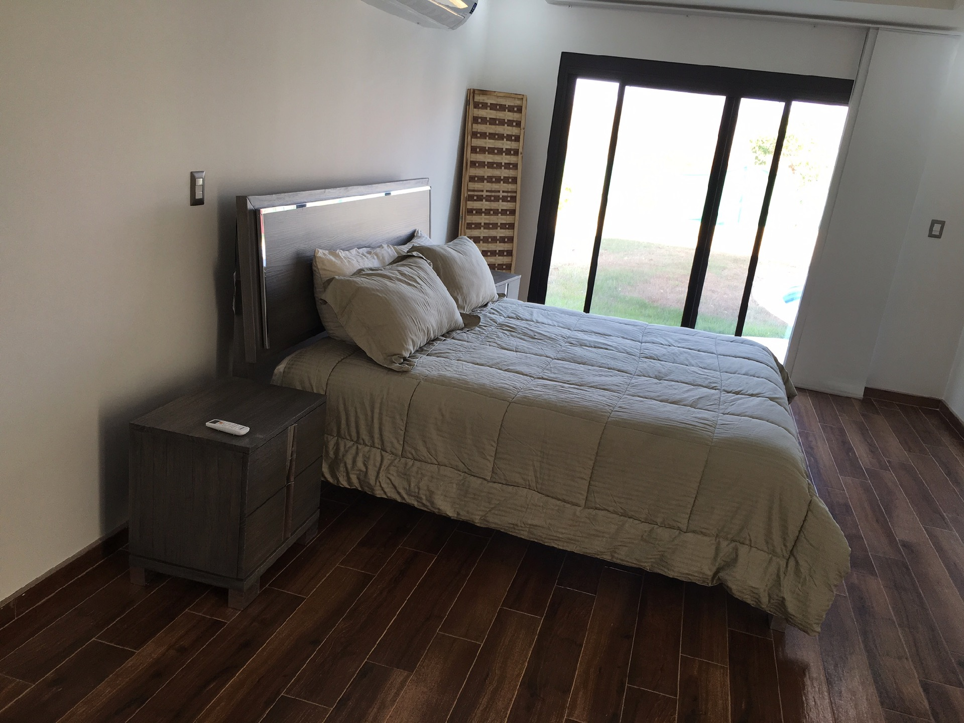 Bedroom with King Bed and access to Pool