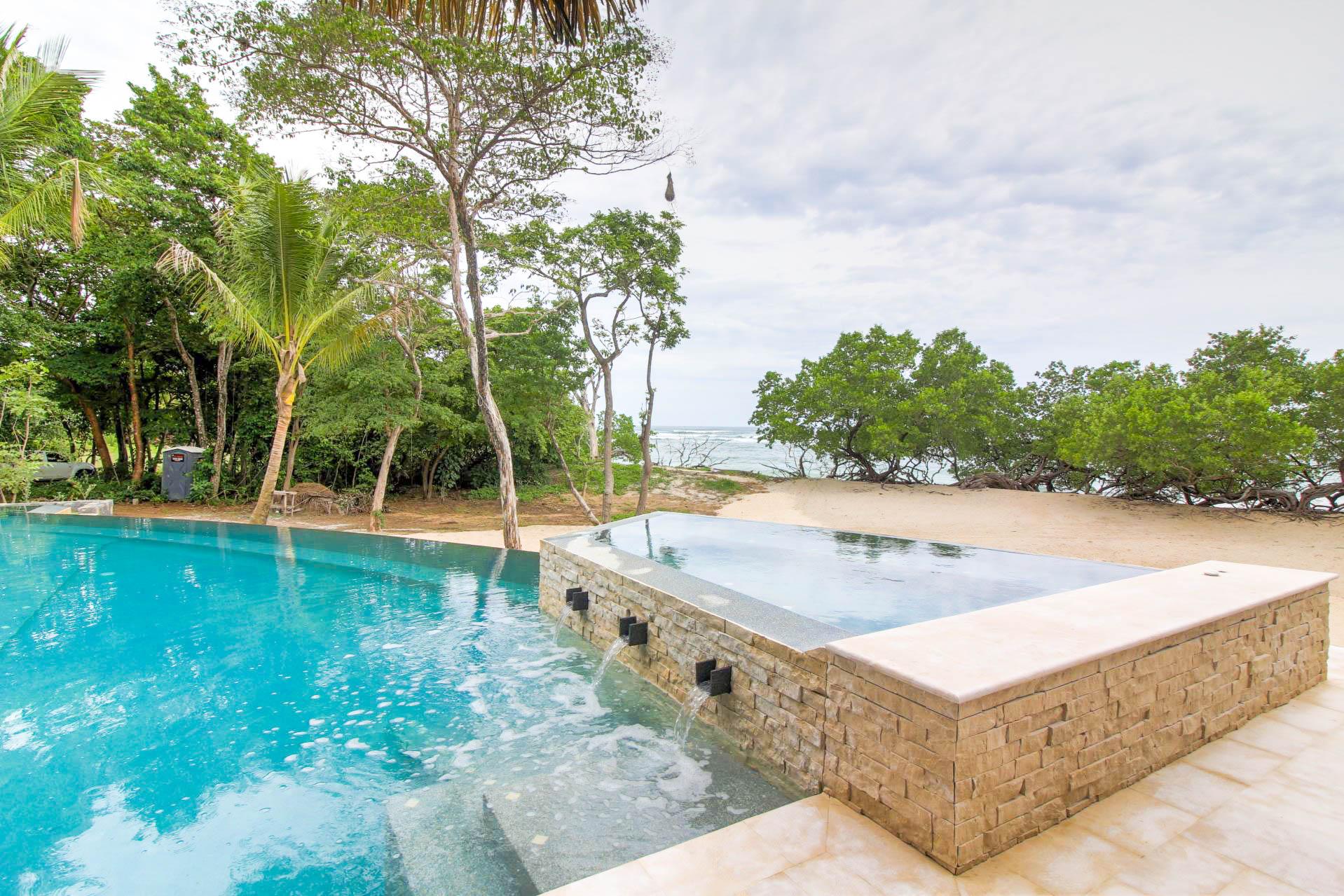Infinity pool, hot jacuzzi, Pacific horizon