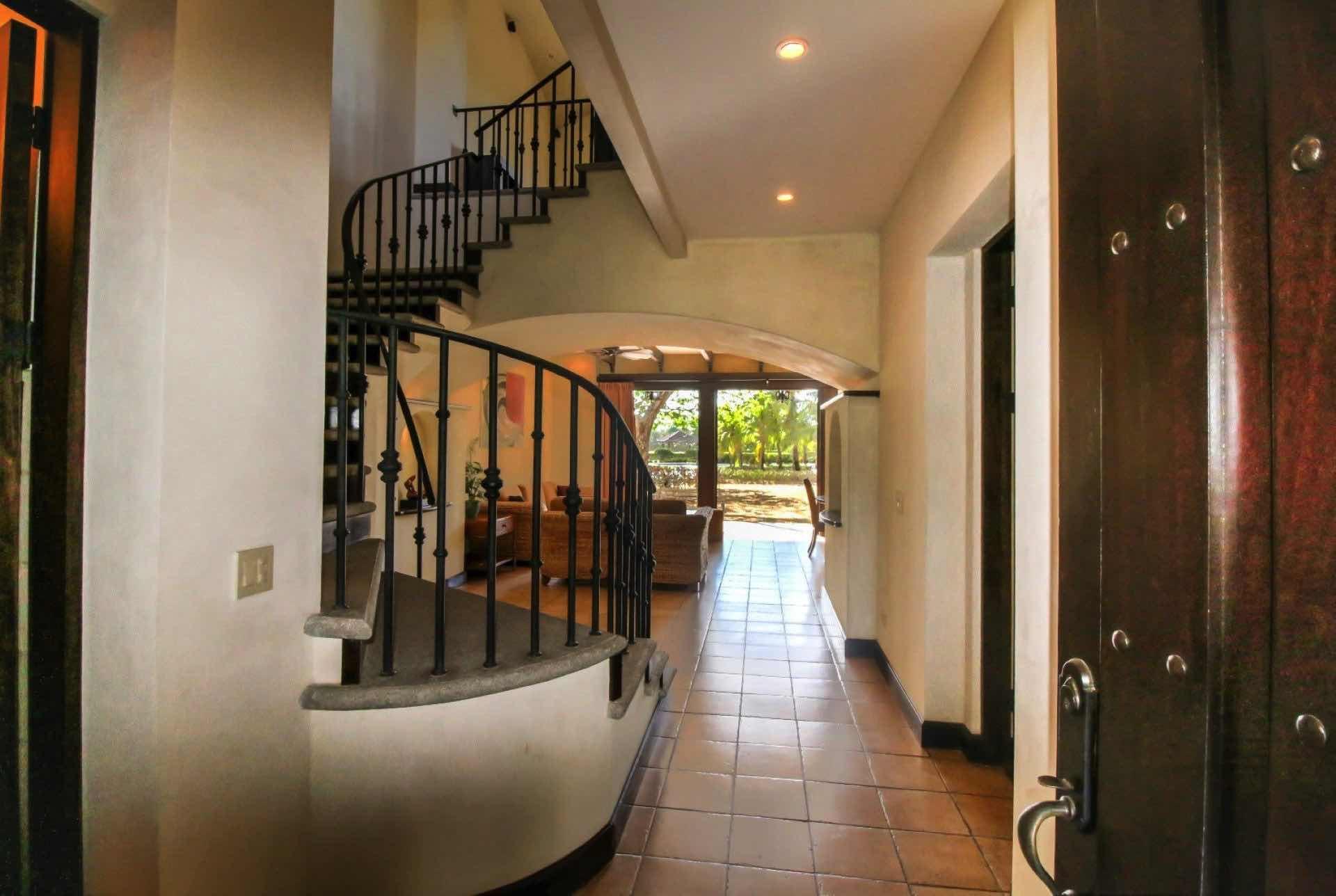 Walkway to living room / kitchen