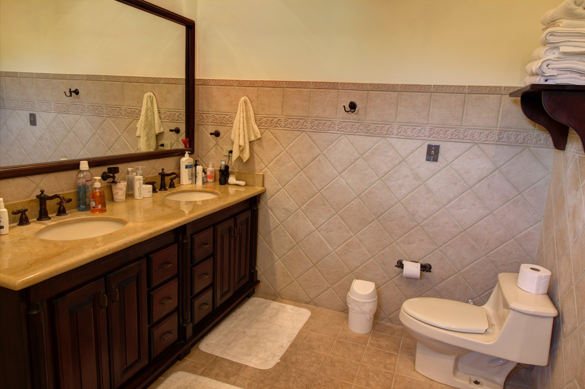 Bathroom for couples with shower and beach towels