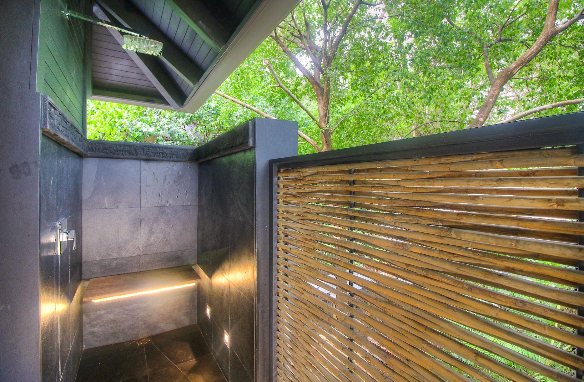 Modern tropical outdoor bath