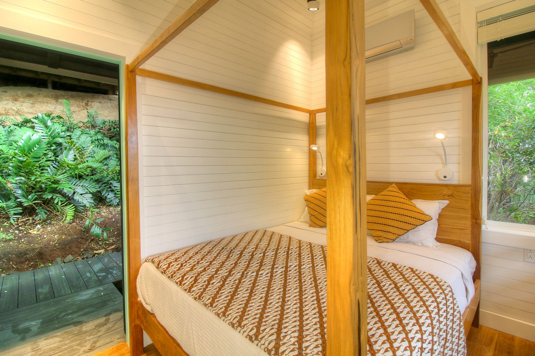 A private vacation cottage bedroom at El Chante