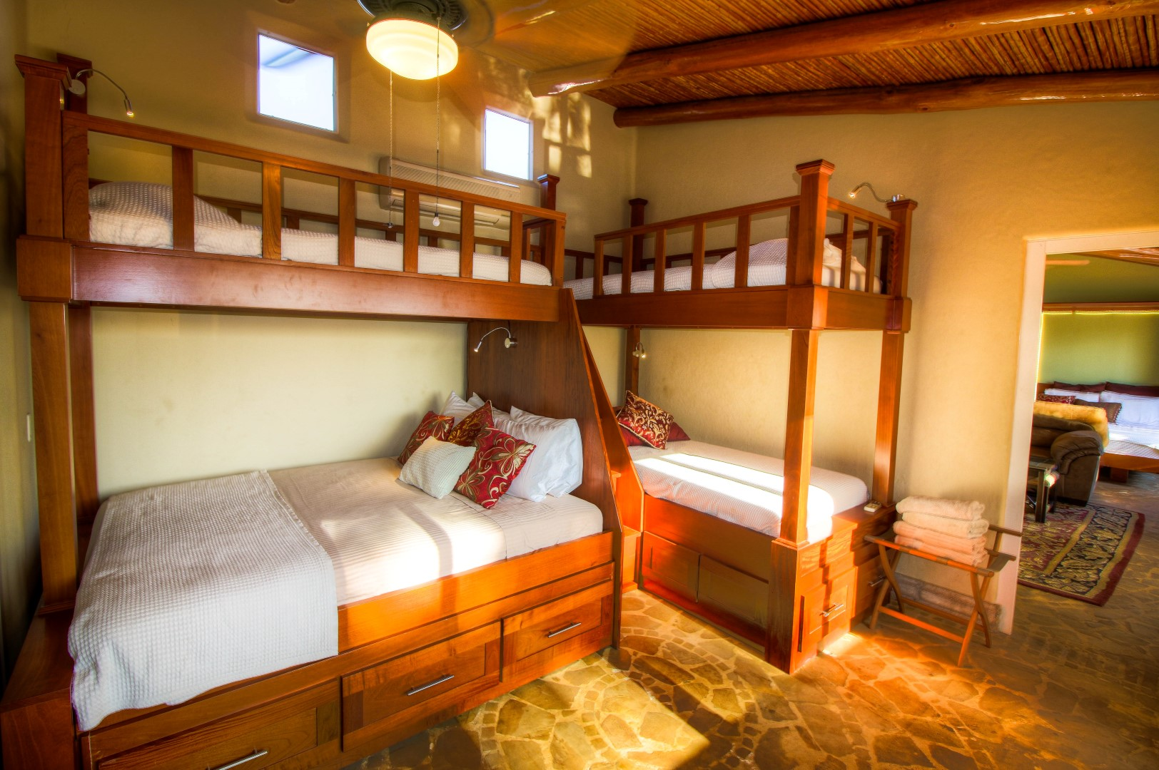 Bunk Room With Queen (Sleeps 6)