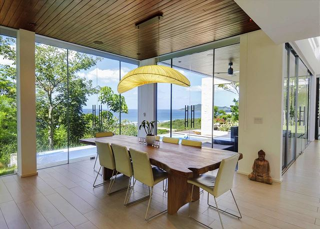 Beautiful dining area with table for up to 8 guests