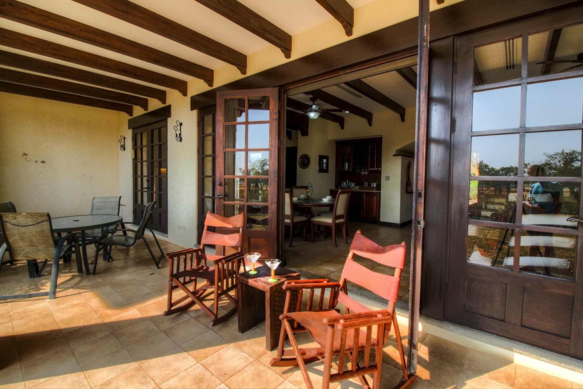 Enjoy a few drinks in Guanacaste style!