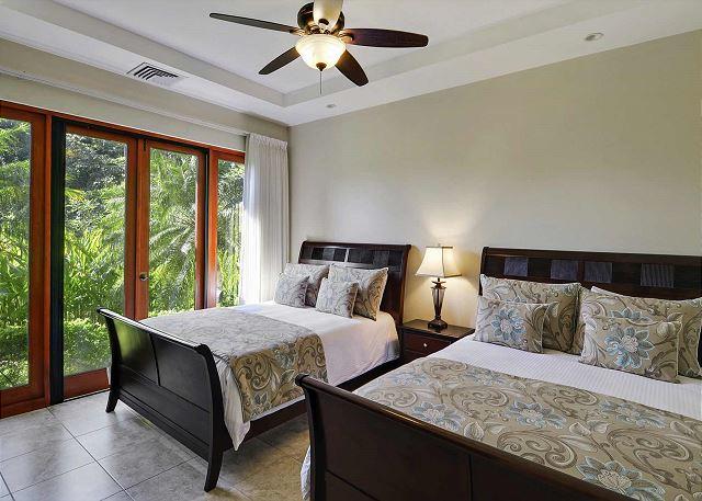 Bedroom with 2 Queen Beds