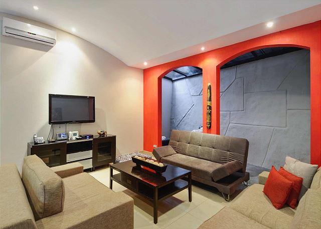 A/C, Flat Screen TV & Sofa Bed