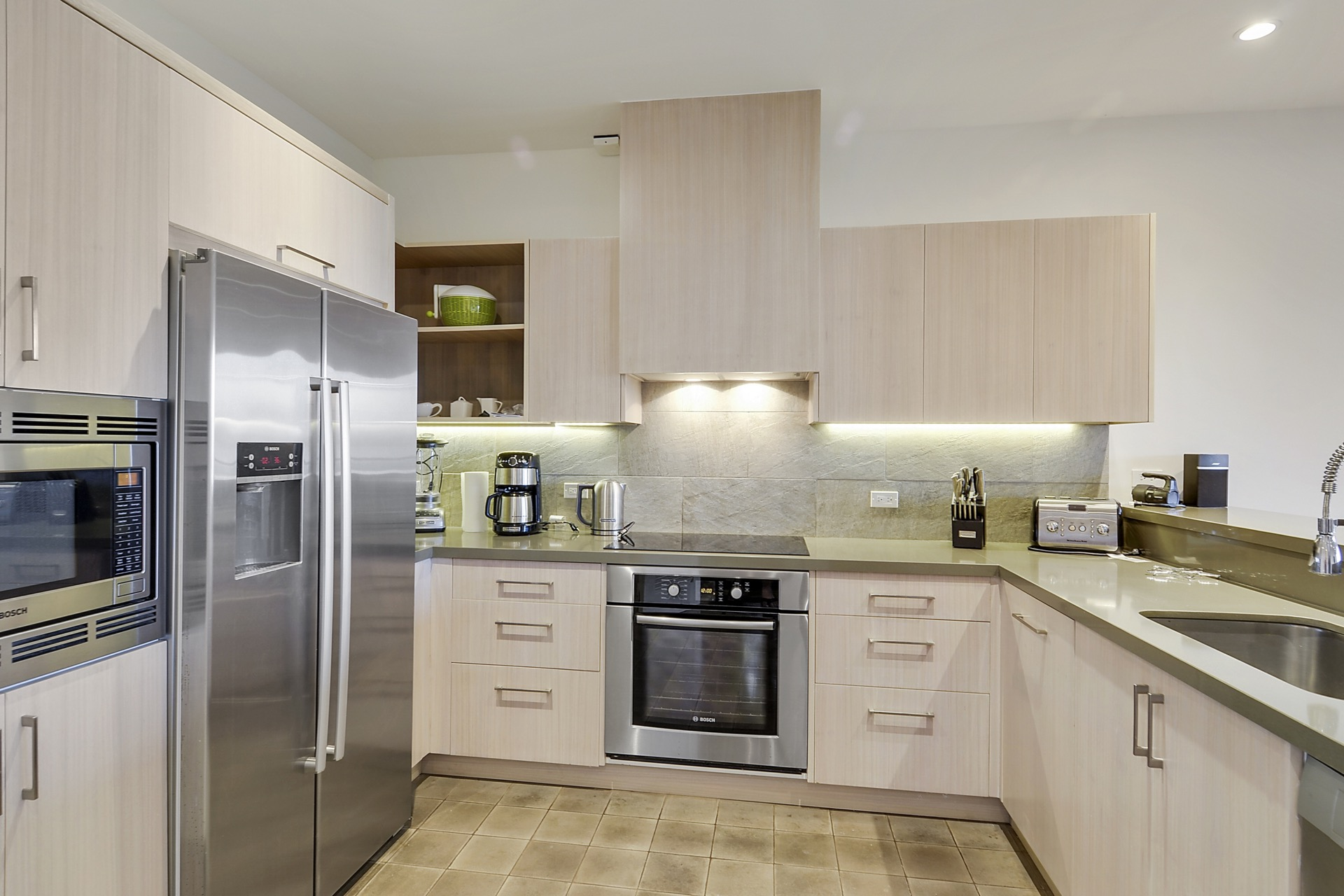 Fully equipped kitchen to prepare your own meals