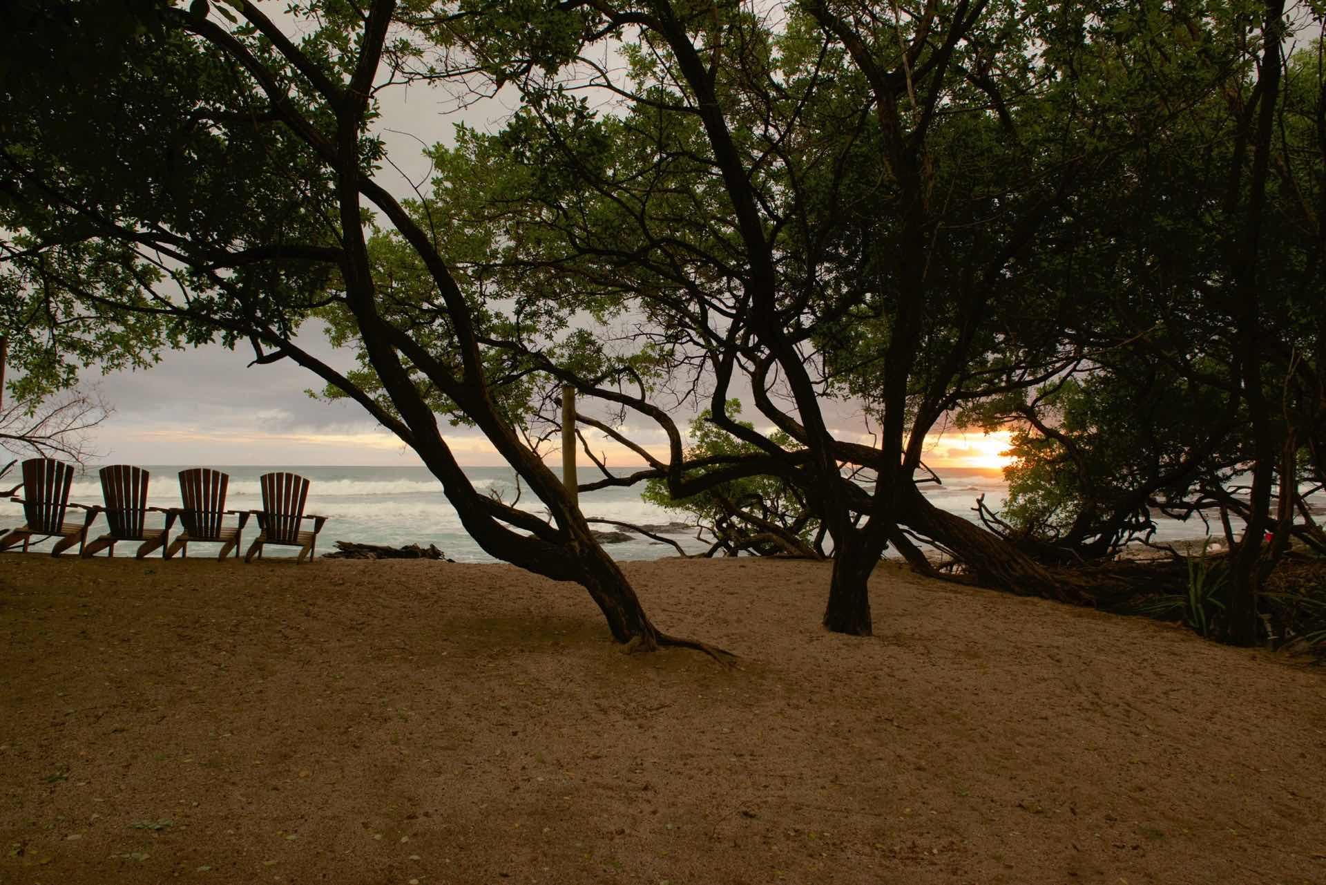 The Pacific Ocean and the horizon meet at Casa de Luz