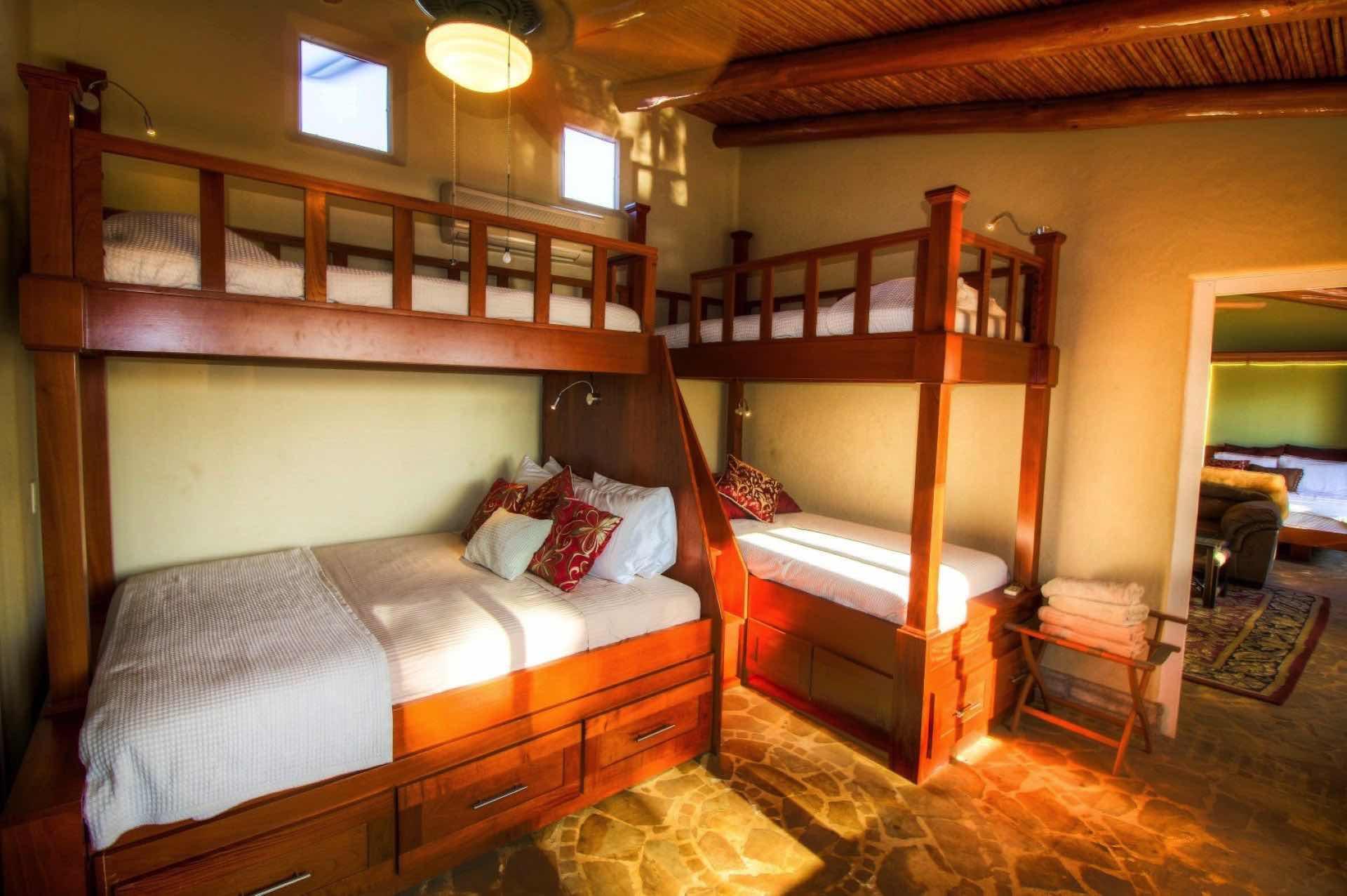 Bunk Room With Queen (Sleeps 6)