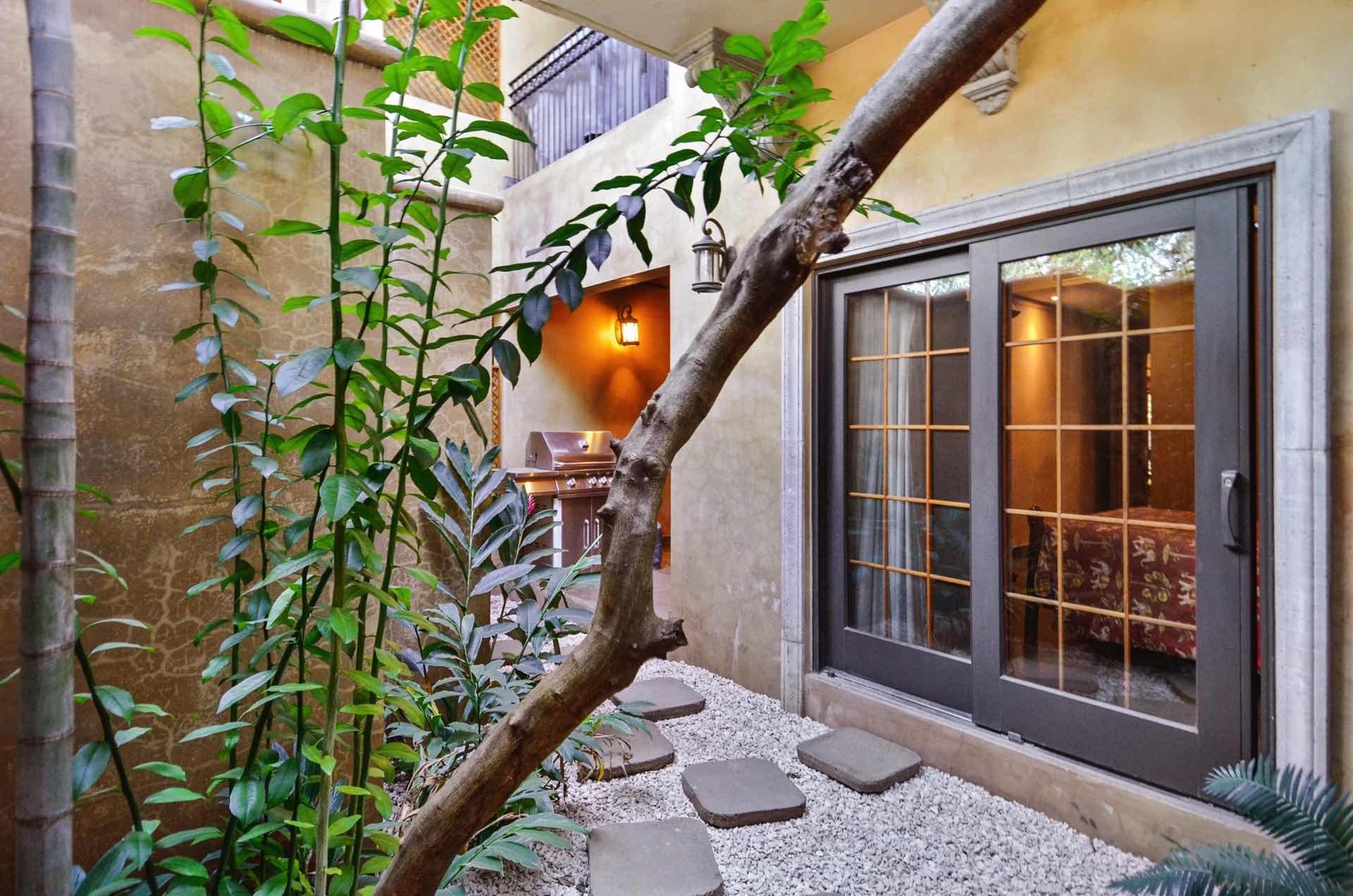 Small garden patio behind La Esquina #1