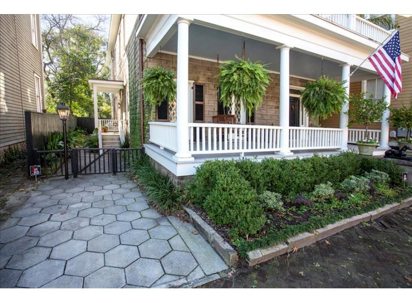 Southern Comfort | Savannah Rentals | Lucky Savannah