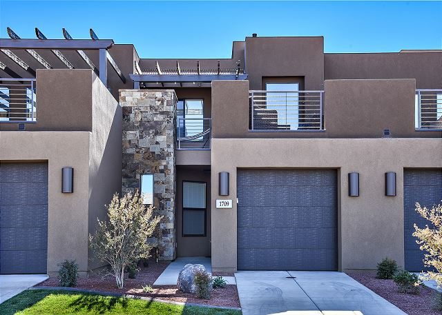 Desert Dream is a beautiful 1,874 square foot, 3 bedroom, 2.5 bathroom luxury villa located at The Ledges of St. George