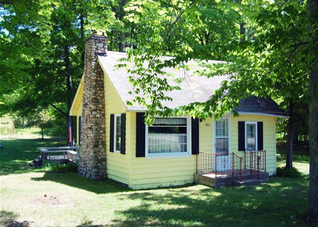 The adorable Sunshine Cottage, near Big Glen Lake.