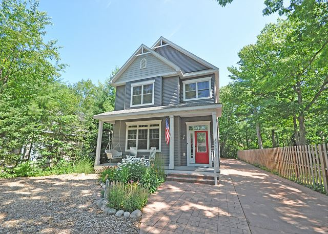 Welcome to 5733 S Manitou Blvd in Glen Arbor!